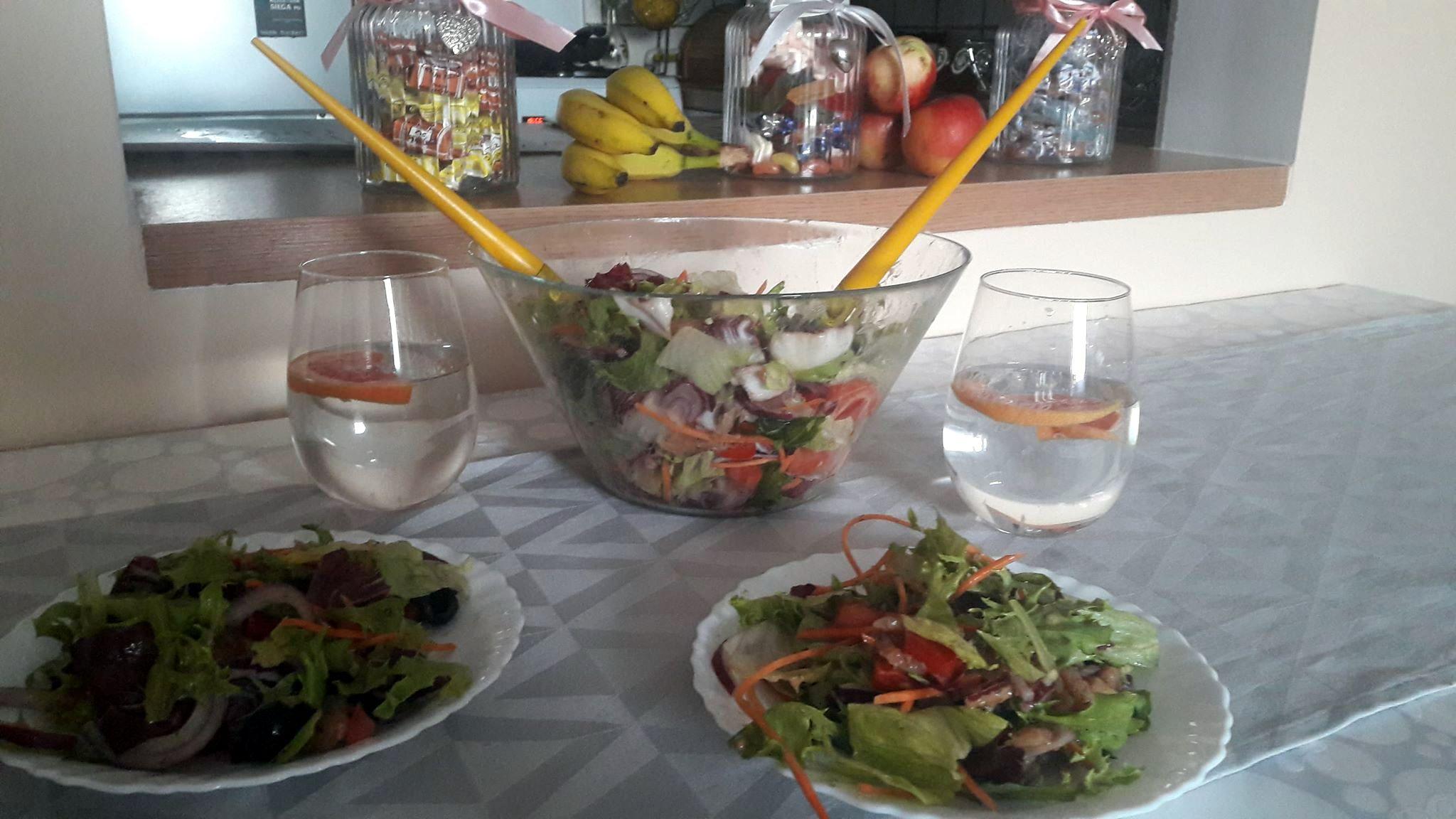 Sałatka z łososiem – danie bezglutenowe