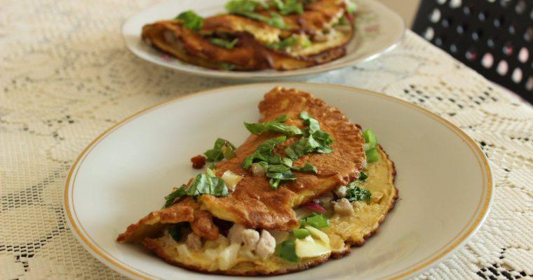 Omlet z warzywami na bezglutenowe śniadanie